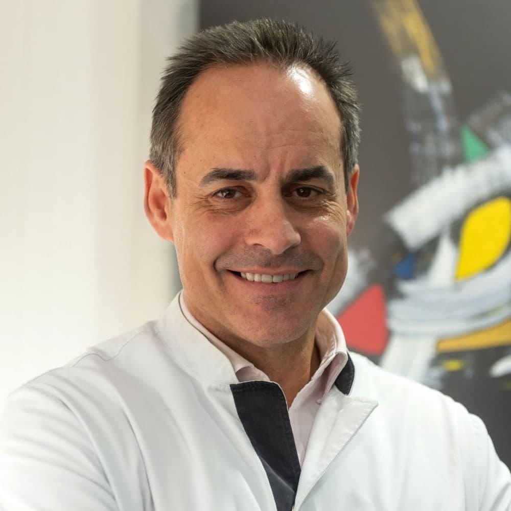 Dr. Emilio Juarez - Instituto Oftalmológico Tres Torres